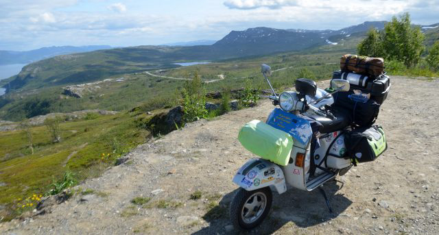 TOURING+EUROPE+BY+VESPA